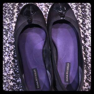 Dana Buchman black ballet flats